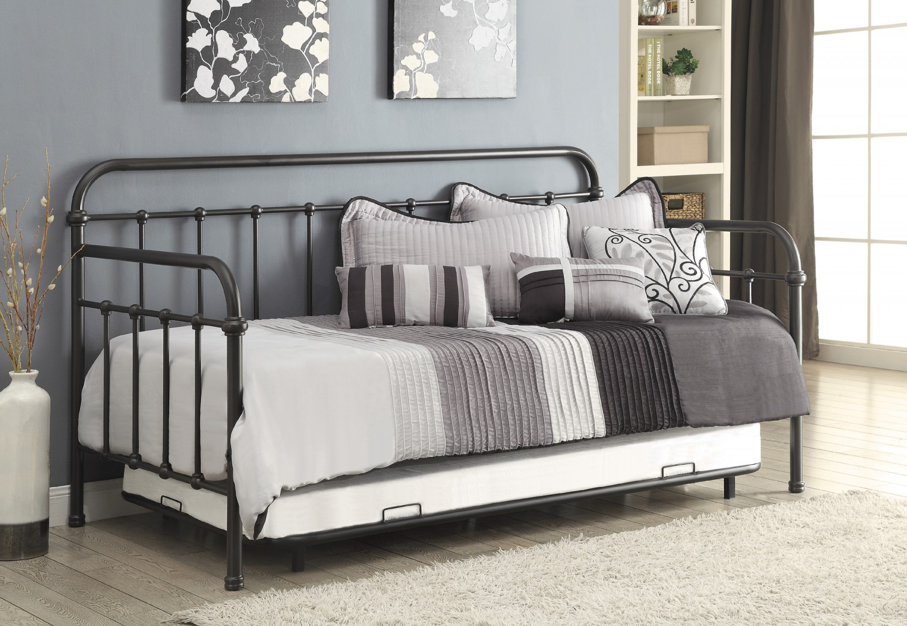 Daybed with Trundle and Metal Frame