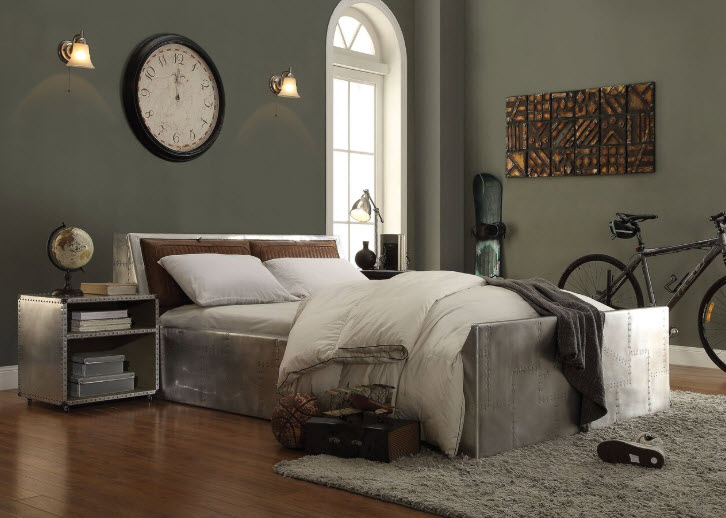 Bed W/Two Nightstands